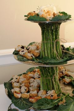 "Goin' To The Chapel… Perhaps I'll use a glass cylinder for my asparagus. Another pinner says, ""Beautiful food display"". Catering Display, Catering Food, Catering Ideas, Veggie Tray, Veggie Display, Fruit Displays, Food Decoration, Creative Food, Creative People"