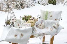 Wünsche allen einen guten Start ins Wochenende🙌🏻 #greenandwhite #rose #flowers #necessaire #heart #lovely #pretty #sweet #littlethings #kissen #interior #gemeinsamdurchinsta #photooftheday #snow #february #wohnen #nähen #generations #stoffigesundmehr #stgallen