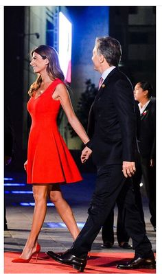 Older Couples, Queen Letizia, Dress Outfits, Dresses, Lady In Red, What To Wear, Beautiful Women, Glamour, Style Inspiration