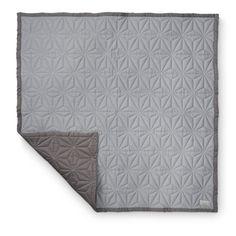 Measurements: 140 x 200 cm Colour: Dark grey / Light grey