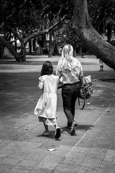 {Tomados de la mano} #enotrapiel #photography #streetphoto
