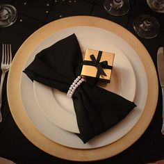 Black and Gold tablescape | Great Gatsby decorations | Pearl Napkin Rings | Miami Party Crashers
