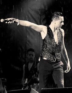 Singing In The Rain. Dave Gahan during Depeche Mode Delta Machine tour