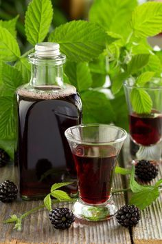 Blackberry cream is a liqueur prepared in summer, when the blackberries have reached maturity. Types Of Cocktails, Healthy Cocktails, Halloween Cocktails, Tequila, Vodka, Irish Cream, Pop Drink, Food And Drink, Bar Drinks