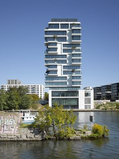 Completed in 2015 in Berlin, Germany. Images by Roland Halbe. To live along the Spree.  The area along the river Spree has from the historical point of view not much in common with the open and classic...