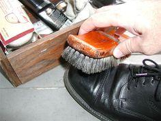 Cómo limpiar los zapatos - wikiHow