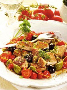Un piatto tutto mediterraneo questa ricetta di Bocconcini di pesce spada alla eoliana, per portare il sole e il mare sulla tavola in un baleno!