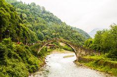 Rize; yaylaları, dereleri, kendine has köprüleri ile belkide Türkiye'nin en keyifli şehirlerinden. Karadeniz insanının sıcaklığı, dağların serin esintileri.