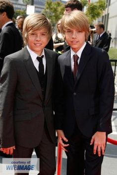 s Cole Sprouse, Dylan Sprouse, Sprouse Bros, Cody Martin, Zack Y Cody, Dylan And Cole, Best Scooter, Naomi Scott, Suite Life