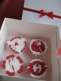 Christmas cupcake range by Cakes by Lyndsey, via Flickr