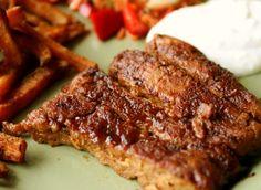 Seitan, ma cos'è questo sconosciuto? Visivamente (nonché quanto a sapore) può assomigliare alla carne, tuttavia il seitan è un alimento di origine vegetale, grandemente ...