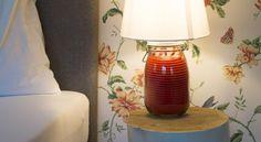 Booking.com: B&B - Das Franzl - St. Wolfgang, Österreich Table Lamp, Interior Design, Lighting, Amazing, Room, Home Decor, Nest Design, Bedroom, Lights
