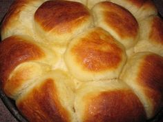 :。 ✿*゚'゚Golden Corral's Famous yeast rolls*.:。 ✿*゚'゚ 2 eggs ½ cup sugar 1 oz) pkg. active/dry yeast ¼ cup warm water ½ cup butter or margarine, melted 1 teaspoon salt 1 cup warm milk 4 cups. Golden Corral Rolls, Homemade Rolls, Homemade Breads, Good Food, Yummy Food, Yummy Yummy, Delish, Tasty, Yeast Rolls