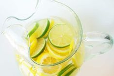 Citrus Water Punch 2 tablespoons citric acid (you can find this at most pharmacies or natural food stores) 5 quarts water 2 cups sugar 2 tablespoons pure lemon extract 3 sliced lemons 3 sliced limes Crushed ice Yummy Drinks, Healthy Drinks, Kid Drinks, Frozen Drinks, Eating Healthy, Clean Eating, Flavored Water Recipes, Flavored Waters, Yummy Recipes