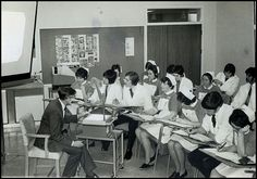 Nursing students learning from a projector in This photo is from the Middlewood Hospital in Sheffield, UK Vintage Nurse, Vintage Medical, Uk History, History Facts, Nurse Teaching, History Of Nursing, Old Hospital, National Health Service, Nursing Profession