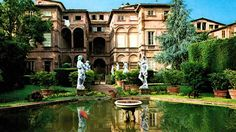 The Lucchese villas, or villa-style buildings, can be found in the countryside and in the hillside that surrounds the plane of Lucca, which today represent its strikingly beautiful heritage. The Mansi villa has been an example of the culture of the ancient aristocratic republic since before the 16th century.