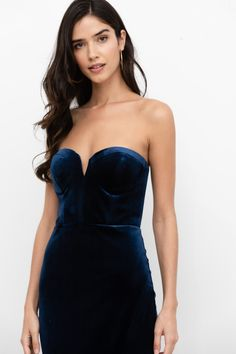 Our Allure Velvet Solid Dress gives you a glamorous look! Details include luxury navy velvet and a sleek strapless silhouette, a bustier bodice with split v-neckline, mid-length crossover skirt. Strapless Shirt, Strapless Black Dresses, Blue Dresses, Short Dresses, Fancy Dress Short, Navy Velvet Dress, Reception Party, Fantasy Wedding, Bustier Top