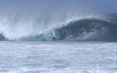 Pipeline is lit 🔥#Hawaii @HawaiiNews #NorthShore #Bodyboarding