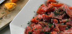 Le gravlax est une méthode de préparation du poisson venue de Scandinavie. Voici donc une recette Saumon gravlax à la suédoise très simple à réaliser.