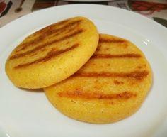 Cravings Clara: corn arepas with cheese Gourmet Recipes, Cooking Recipes, Healthy Recipes, Cornmeal Recipes, Boricua Recipes, Venezuelan Food, Crepes And Waffles, Colombian Food, Colombian Recipes