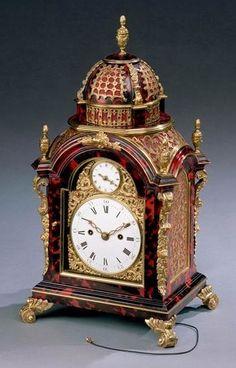 A GEORGE III RED TORTOISESHELL VENEERED BRACKET CLOCK - 1810