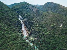 """Cascadas El Chiflón Продолжаем атаковать вашу ленту и аккаунт Тинькова лонгридами про Мексику 😜 🌊Сегодняшний - про комплекс водопадов Эль Чифлон на юге штата Чиапас. Итак, десяточка: 1. Не забиваем на Чифлон! Это если не самое, то точно одно из самых красивых природных мест в Мексике🤙 2. Важно: водопад лежит на границе двух муниципалитетов. У каждой - своя сторона, по-разному оборудованная. Правая решает: стоянки лучше и больше, есть 2 отличных зиплайна, сервис более """"европейский"""" и…"""