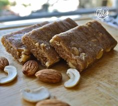 Cashew Almond Protein Bars. Makes 6 bars á 110 kcal.