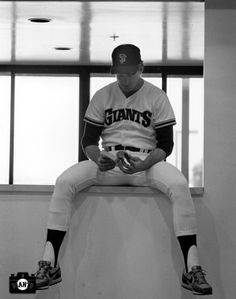 Great shot of Mike Krukow from 1986.  (Younger Giants fans may not even know that Krukow went 20-9 in 1986 with a 3.05 ERA.  He was also an All-Star that year.) ... also, he and his wife had rookie Will Clark live with them