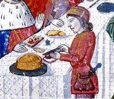 Bnf - Gastronomie Médiévale  L'alimentation,la cuisine les repas       Préparations en pâte à base de viande ou de poisson, les pâtés connaissent un grand succès. Les queux les préparent eux-mêmes. Le reste de la population, qui ne dispose pas de four, doit les acheter aux pâtissiers.