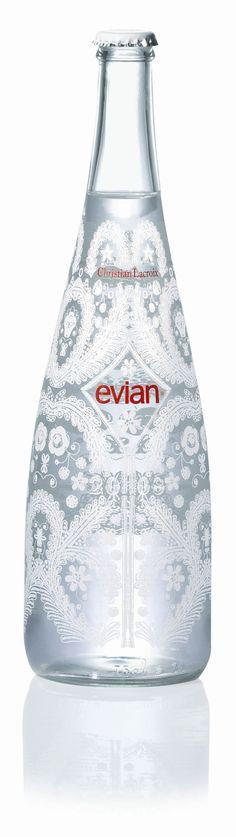 11月7日(月)発売。2017年度のエビアンのデザイナーズボトルは、最初のデザイナーズボトルでコラボした、クリスチャン・ラクロワに。