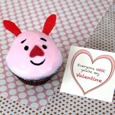 Piglet's Valentine Cupcakes (Recipe: Tips for saving money on snacks and food at Disney The Moeraki Boulders. Disney Cupcakes, Disney Desserts, Cute Cupcakes, Disney Food, Heart Cupcakes, Pink Cupcakes, Disney Recipes, Heart Cookies, Velvet Cupcakes