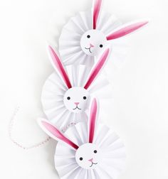 Do you enjoy Easter crafts? Here are 7 of the best Easter bunny crafts - some even come with free printables. Take a look at these cute Easter bunny crafts. Easter Art, Easter Crafts For Kids, Easter Bunny, Easter Decor, Kids Diy, Happy Easter, Easter Eggs, Bunny Party, Easter Printables