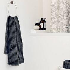 Brass towel hanger fra ferm LIVING | Designfund.dk