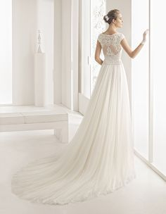 Find Wedding Dresses by Rosa Clará thanks to our search engine. Discover the latest tips and trends in Wedding Dresses by Rosa Clará . Rosa Clara Wedding Dresses, Famous Wedding Dresses, Tulle Wedding Gown, Wedding Dress Trends, Wedding Suits, Bridal Collection, Dress Collection, 2017 Bridal, Bridal Looks