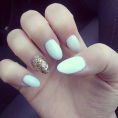 White and gold gel nails.❤