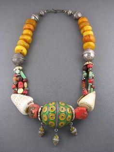cewax.fr aime ce collier style ethnique ethno tendance afro pele vert jaune rouge
