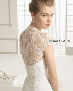 "The ""Dafne"" by @rosaclara reminds me of old Hollywood. (For appointments visit 365 Miracle Mile - (305) 444-3130 - rosaclarabridal.com)"