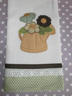 I can see where adding/sewing ribbons dress up a plain white tea towel. Applique Towels, Applique Patterns, Applique Designs, Embroidery Applique, Quilt Patterns, Machine Embroidery, Embroidery Designs, Patchwork Designs, Patch Quilt