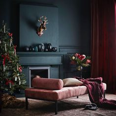 Christmas Decor Trends and Inspiration Black Interior Design, Home Interior, Deco Rose, Dark Walls, Bedroom Black, Dark Interiors, Home Design, Nordic Design, Cozy House