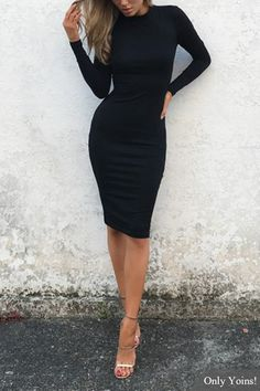 Это сексуальное платье midcon для тела - это расслабленное платье из миди, шею, длинный трикотаж, длинный рукав и майни.