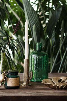 Nouveautés H&M Home 2016 : L'urban jungle luxuriant - Marie Claire Maison Small Glass Vases, Glass Jars, Décoration Urban Jungle, Deco Jungle, Grand Vase En Verre, Decoration Plante, Metal Bowl, Brass Candle Holders, H & M Home