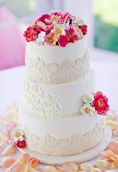 Love the mix of piping and fondant lace Pretty Cakes, Beautiful Cakes, Amazing Cakes, Cupcakes, Cupcake Cakes, Hat Box Cake, Fondant Lace, Buttercream Wedding Cake, Spice Cake