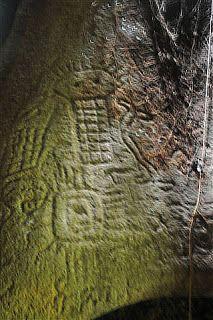 In 1998 werd in Zuid Suriname, Werehpai ontdekt door de Indiaan Kamanja. Er zijn 313 rotstekeningen gevonden die stammen uit een oeroud verleden, ingekerfd of gebeiteld in granieten rotsen. Dubbelklik voor meer foto´s en artikel. Foto: Rob de Leur.
