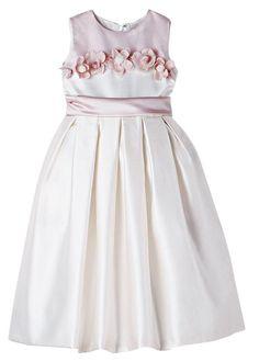 Para as mulheres, o vestido é sempre uma peça de roupa que cai bem em qualquer ocasião, e não seria diferente para as crianças. ...