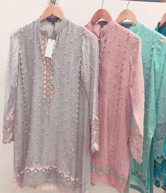 #Bajo❤ Stylish Dresses For Girls, Wedding Dresses For Girls, Party Wear Dresses, Simple Dresses, Casual Dresses, Pakistani Fashion Party Wear, Pakistani Dresses Casual, Pakistani Dress Design, Kurti Neck Designs