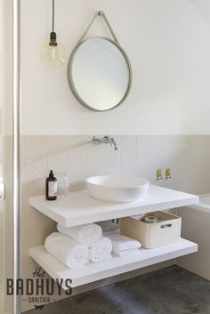 Unieke badkamer in oude boerderij, Corian wastafel | Het Badhuys Breda