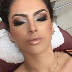 Wooow!  Gorgeous Holiday inspo by @michellypalmamakeup @michellypalmamakeup @michellypalmamakeup ✨✨ #amazing #auroramakeup #anastasiabeverlyhills #beauty #beautiful  #eyes #eyemakeup #fashion  #girls #instamood #instalove  #lips #makeup #maquiagem #mua #maquillage #maccosmetics #lipstick #motivecosmetics  #pretty #stunning #sugarpill #urbandecay #universodamaquiagem #universodamaquiagem_oficial #vegas_nay #makeupaddict #wedding #michellypalmamakeup #holydaymakeup
