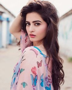 Aiman khan's Biography:Aman Khan was born on 20 November 1918 in Karachi. She has a place with a semi-liberal family and her twin sister Minal Khan is likewise an actress. Both look alike and they generally appreciate one another. Pakistani Models, Pakistani Girl, Pakistani Actress, Stylish Girls Photos, Stylish Girl Pic, Girl Photos, Family Photos, Beauty Full Girl, Beauty Women