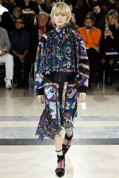See the complete Sacai Spring 2016 Ready-to-Wear collection.