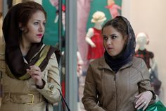 Women shop at the Laleh Park shopping center in Tabriz in Iran's northwestern East-Azerbaijan province on October 15, 2014. AFP PHOTO /ATTA KENARE